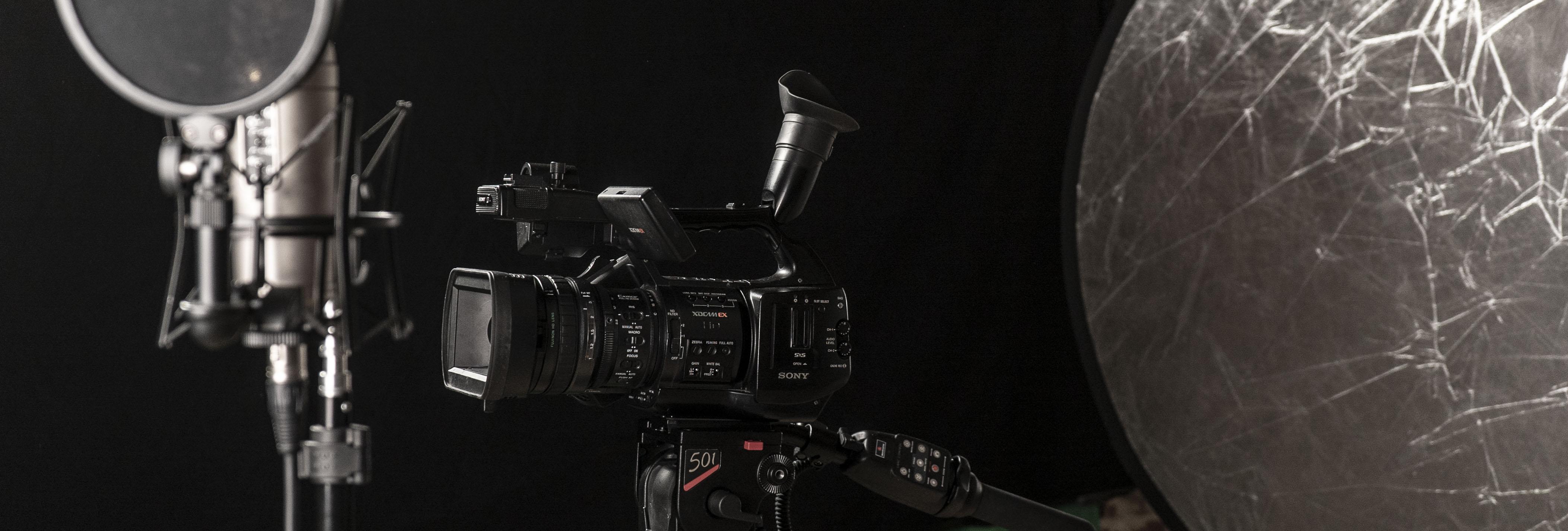 studio-mic-cam-bounce